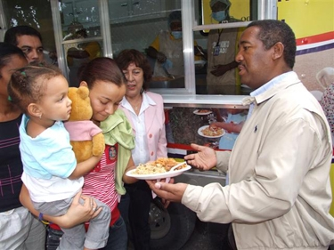 Comedores Económicos servirán hoy almuerzo especial gratis